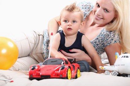 Au-pair Vermittlung - Au-pair spielt mit Kind